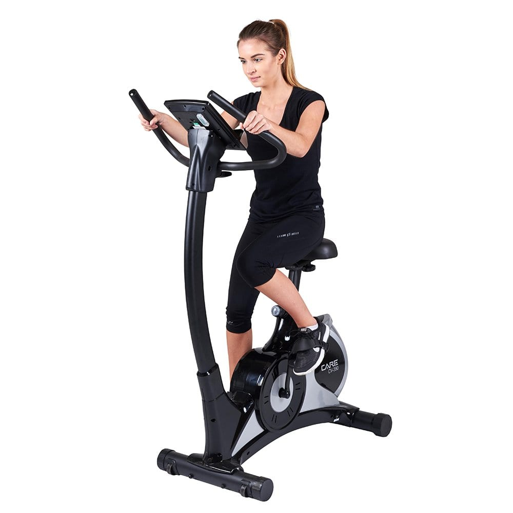 Vélo d'appartement Care Fitness CV-390 en cours d'utilisation